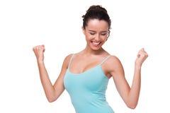 Sporty молодая женщина жизнерадостно усмехаясь стоковые фотографии rf