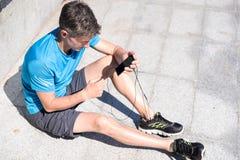 Sporty парень слушая к музыке Стоковое Фото