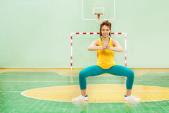 Sporty Asian girl working out in gymnasium Royalty Free Stock Photos