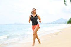 sporty Atleta Jogging Na plaży Sprawność fizyczna, Ćwiczący, Zdrowy L obrazy royalty free