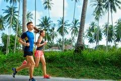sporty Biegacz pary bieg, Jogging Na drodze Sprawność fizyczna, Zdrowa zdjęcia royalty free
