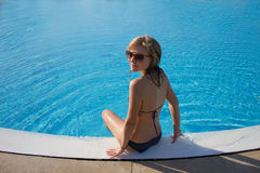 Sporty blond girl at the swimming pool Royalty Free Stock Photos