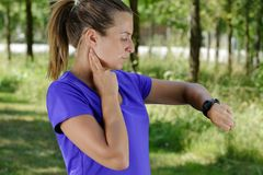 Free Sporty Cheerful Woman Measuring Heart Rate During Fitness Workout Rest Royalty Free Stock Images - 152589119