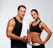 Sporty couple with bottle of water Royalty Free Stock Photography