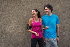 Sporty dorośleć pary ono uśmiecha się obrazy royalty free