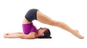 Sporty dziewczyna robi gimnastycznym ćwiczeniom Zdjęcia Stock