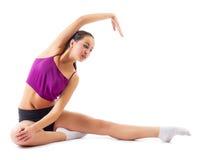 Sporty dziewczyna robi gimnastycznym ćwiczeniom Obrazy Royalty Free
