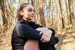 Sporty dziewczyna w drewnach Obraz Stock