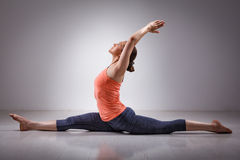 Sporty fit woman doing yoga asana Hanumanasana Stock Photography