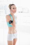 Sporty happy woman listening to music Royalty Free Stock Photo