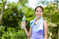 Sporty woman hold with water bottle at green park Royalty Free Stock Images