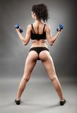Sporty woman lifting dumbbells Royalty Free Stock Images