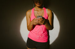 Sporty woman messaging on smartphone Royalty Free Stock Image