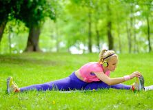 Sporty woman in a park Royalty Free Stock Photos