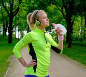 Sporty woman in a park Royalty Free Stock Photography