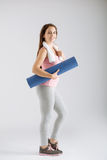 Sporty woman with yoga mat Royalty Free Stock Photography