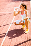 Sporty young woman drinking water Royalty Free Stock Photography