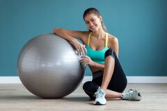 Free Sporty Young Woman Posing With Ball And Looking At Camera On Gym Stock Photo - 171054660