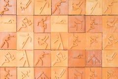 Sportzeichen auf einer Backsteinmauer Stockfoto