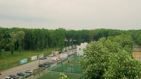 Sportzonen i en gräsplan parkerar lager videofilmer