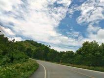 Sposób i chmury fotografia stock