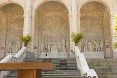 Sposób krzyż i Kalwaryjscy budujący rok St Louis Montfo temu obraz royalty free