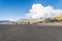 Sposób między parking terenami i bromo kraterem Obrazy Royalty Free