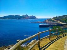 Sposób przez Cies wysp w Galicia, Hiszpania, z widokami morze a Zdjęcia Royalty Free