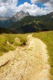 Sposób w dolomitach z Marmolada szczytem na tle obraz royalty free