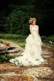 Sposa alla moda con uno sguardo astuto Fotografia Stock