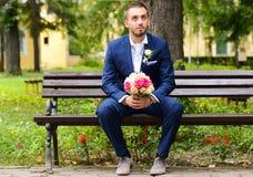 Sposa aspettante dello sposo Fotografia Stock