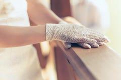 Sposa bianca dei guanti Fotografie Stock Libere da Diritti
