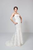 Sposa castana in vestito da sposa bianco Immagine Stock Libera da Diritti