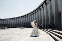 Sposa che balla al parco di vittoria fotografia stock