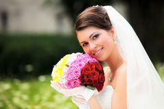 Sposa che propone in suo giorno delle nozze Fotografia Stock