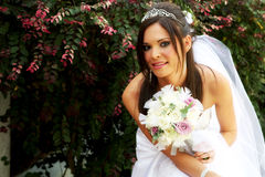 Sposa che tiene un mazzo Fotografia Stock Libera da Diritti