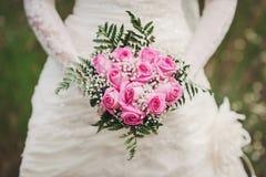 Sposa con i fiori immagine stock