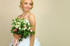 Sposa con il mazzo dei alstroemerias Immagini Stock Libere da Diritti