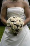 Sposa con il mazzo dei fiori Fotografie Stock Libere da Diritti