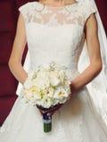 Sposa con il mazzo di cerimonia nuziale Fotografie Stock