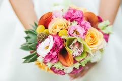 Sposa con il mazzo di cerimonia nuziale Fotografie Stock Libere da Diritti