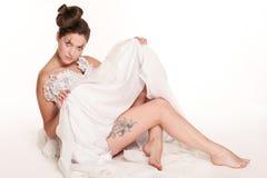 Sposa con il tatuaggio fotografia stock