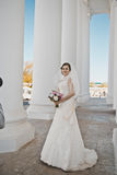 Sposa con le colonne bianche 3918 Fotografia Stock