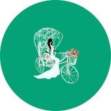 Sposa d'annata su un triciclo bianco con i fiori Immagini Stock
