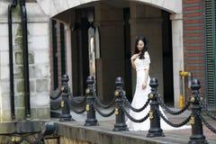 Sposa della ragazza in vestito da sposa fotografia stock libera da diritti