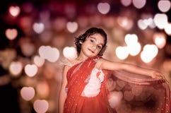 Sposa di bambino della ragazza in saree rosso Fotografia Stock Libera da Diritti