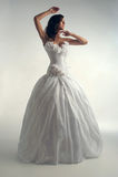 Sposa di lusso in vestito dal forma-montaggio Immagine Stock