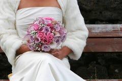 Sposa di seduta immagini stock
