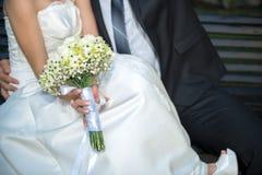 Sposa e sposo - dettaglio, fuoco selettivo Fotografia Stock