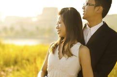 Sposa e sposo esterni Fotografie Stock Libere da Diritti
